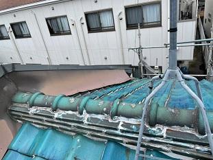 城陽市で釉薬瓦からガルバリウム鋼板立平葺きへの屋根リフォーム