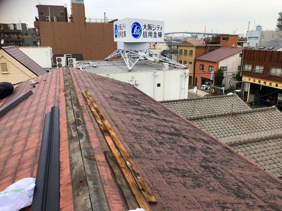 劣化したカラーベスト屋根の棟板金交換