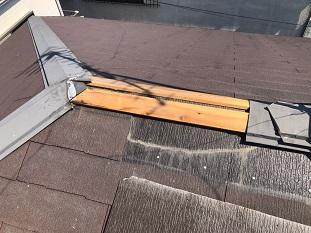 城陽市で破損したカラーベスト交換及び詰まった雨樋清掃の修繕工事