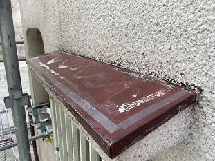 宇治市で傷んだ庇板金にガルバリウム鋼板を使用しカバー工法工事