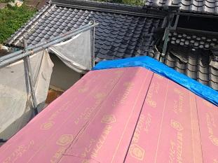 宇治市にて耐震性を考え軽量素材の屋根材を使用した屋根工事