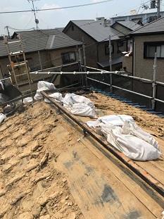 城陽市でいぶし瓦からガルバリウム鋼板屋根に交換の為の屋根工事