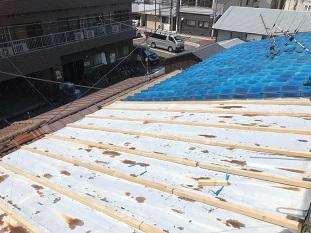 城陽市で錆びている瓦棒屋根を立平葺きに屋根交換の為の下地工事