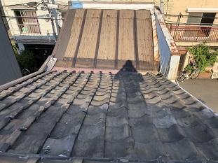 宇治市で瓦屋根とトタン屋根を軽量屋根材に屋根葺き替え工事