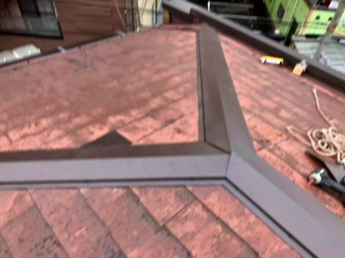 カラーベスト屋根の棟板金交換