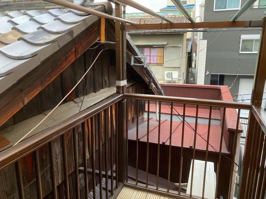 トタン屋根と笠木