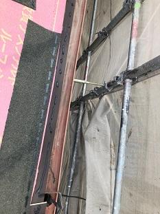 宇治市で洋風屋根材リッジウェイ葺き替え及び棟板金取付工事