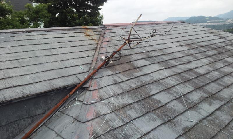 酷く劣化したシングル屋根の無料点検