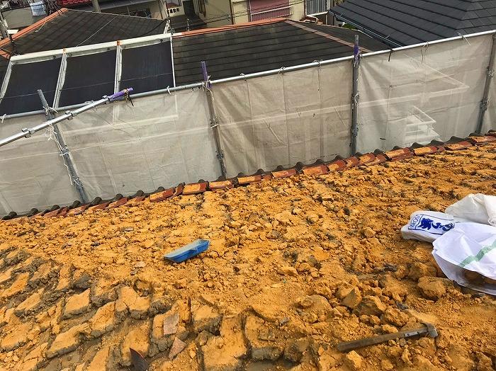 瓦の撤去作業 葺き土