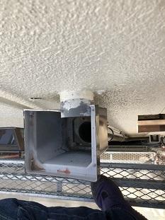 久御山町で外れた雨樋の補修でたて樋(角ます交換)をしました