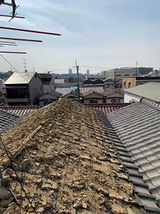 宇治市で瓦屋根からリッジウェイに葺き替えの瓦撤去、下地工事