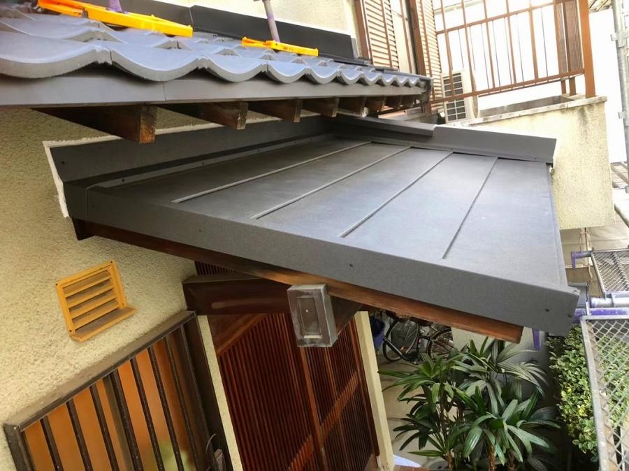 玄関庇のカバー工法