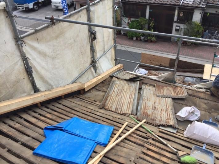板金屋根の撤去後の養生