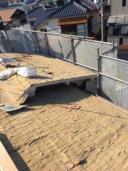屋根の葺き土の撤去