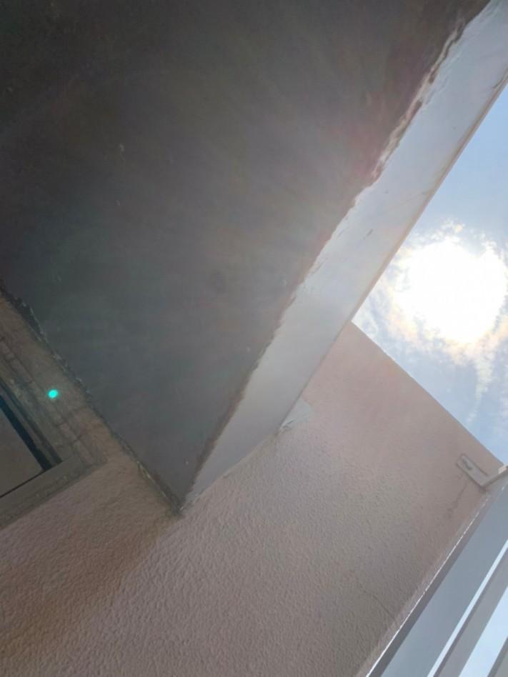 マンションの庇の雨漏り