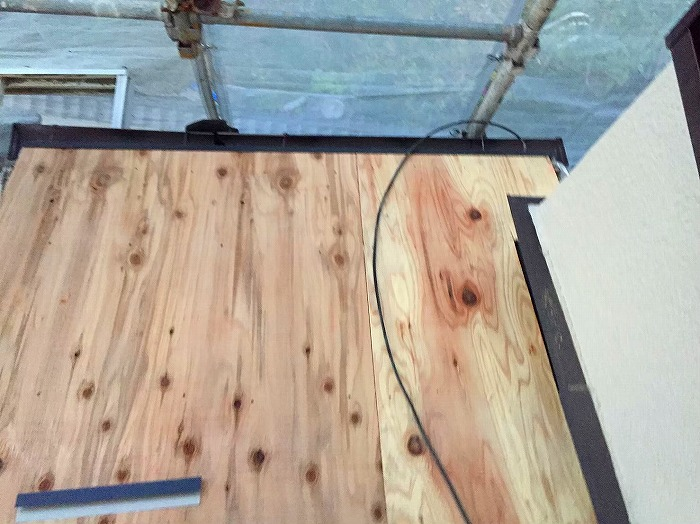 下屋根野地板
