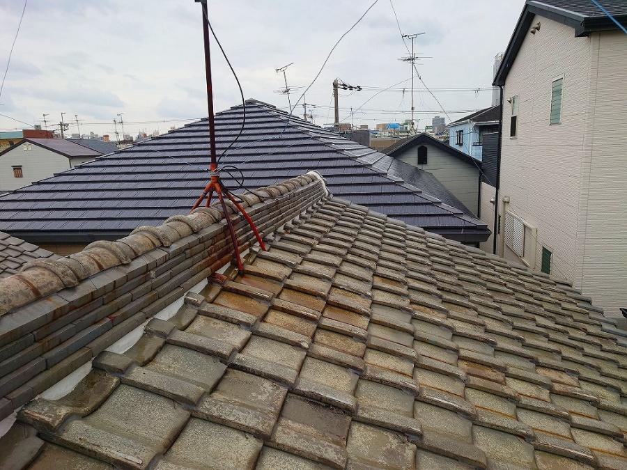 雨漏りが発生している和瓦の屋根