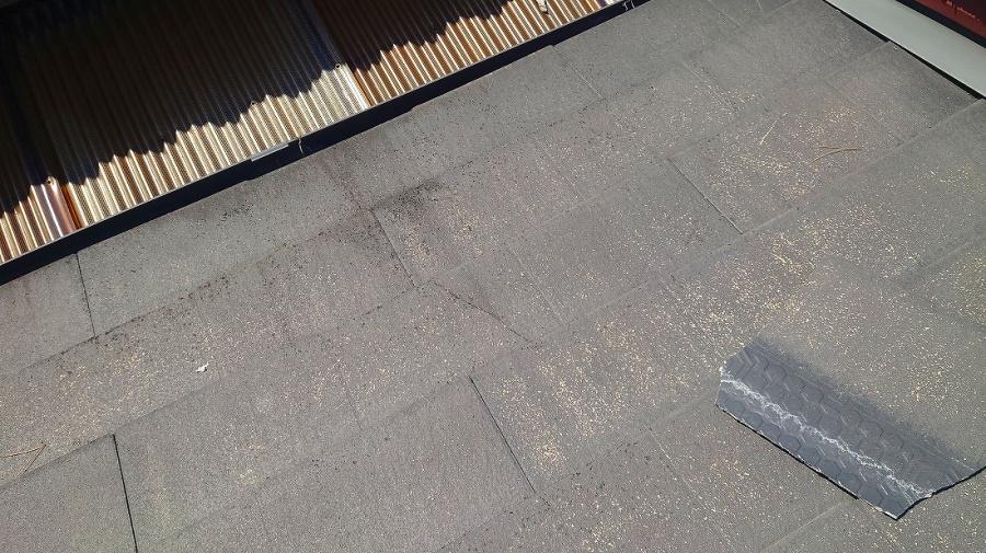 ズレ落ちたスレート屋根