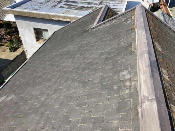 劣化しているシングル屋根