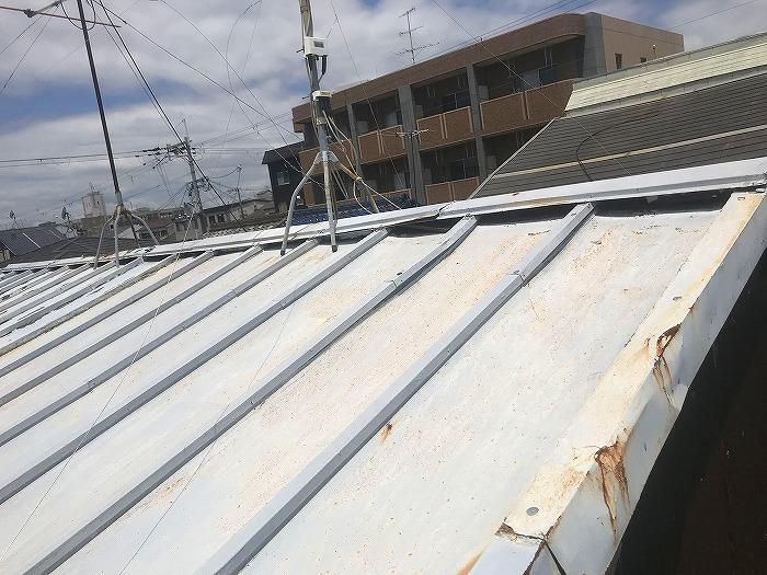 劣化した板金屋根