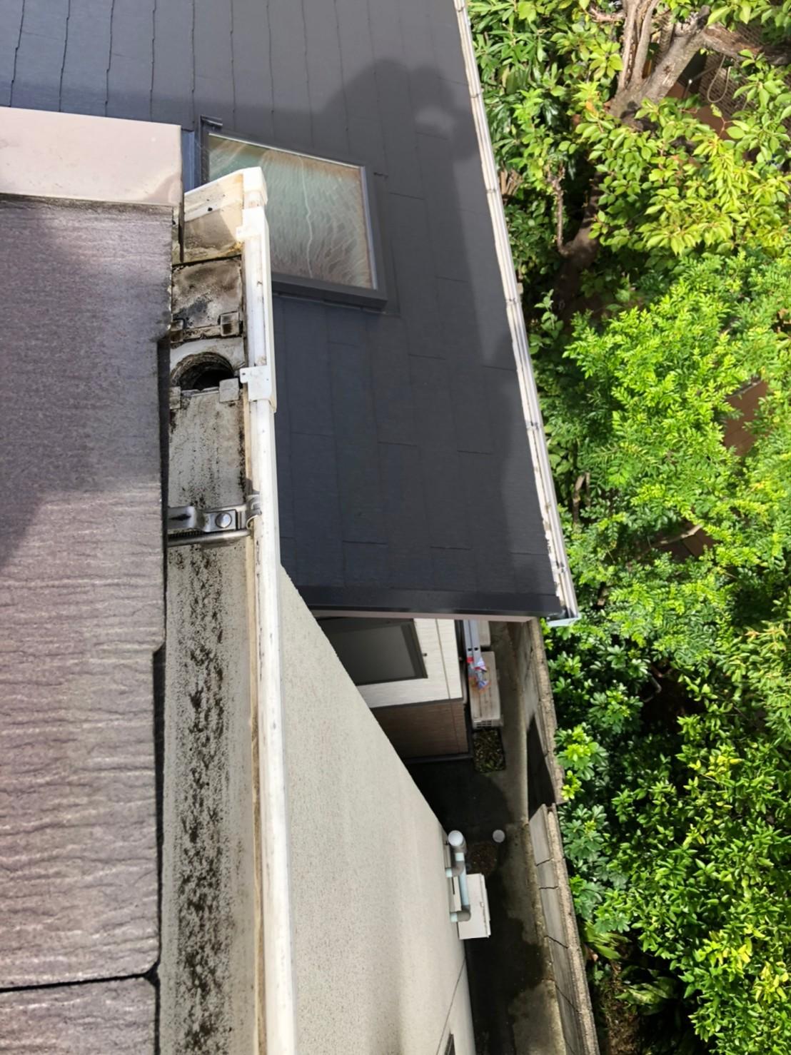 京都府城陽市にてゴミつまりで排水不良の雨樋集水器排水チェック