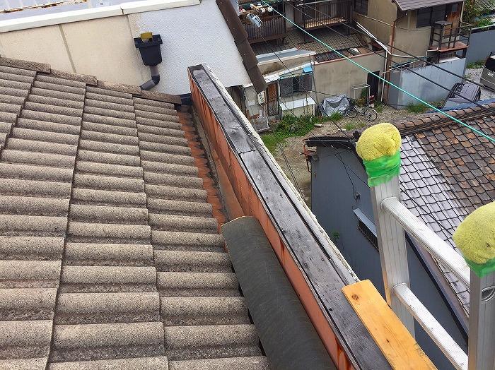 風災で飛んだ笠木(かさぎ)板金の取り付け工事