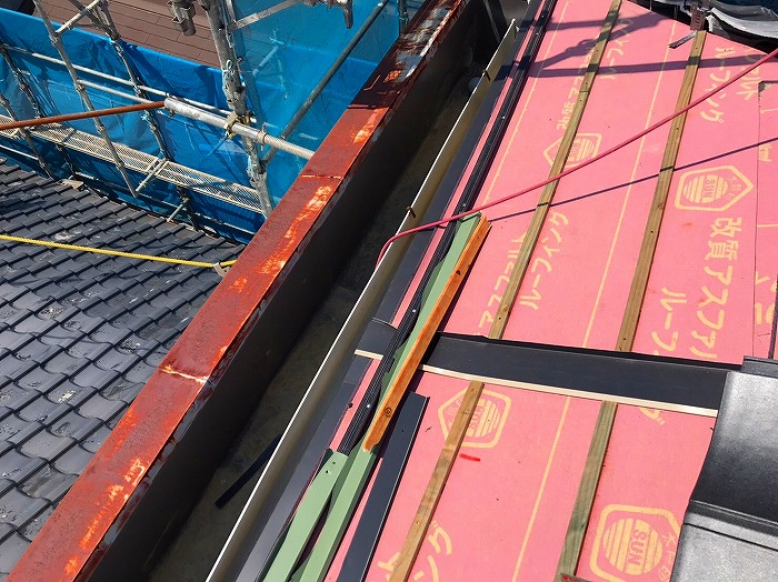 横桟と水切り板金施工