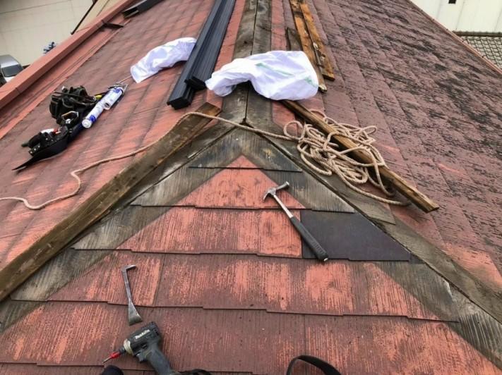 劣化したカラーベスト屋根の棟板金