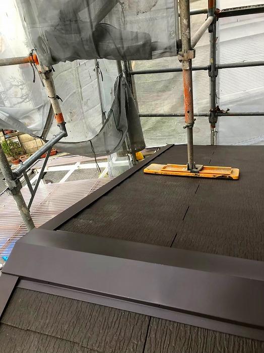 下屋根カラーベスト葺き