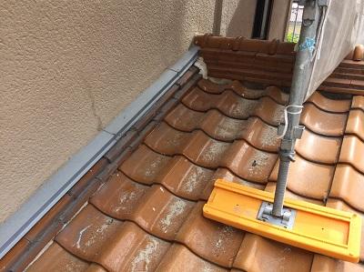 釉薬瓦 撤去前 下屋壁際