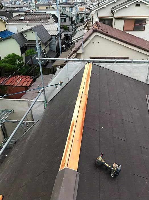 棟部貫板設置作業