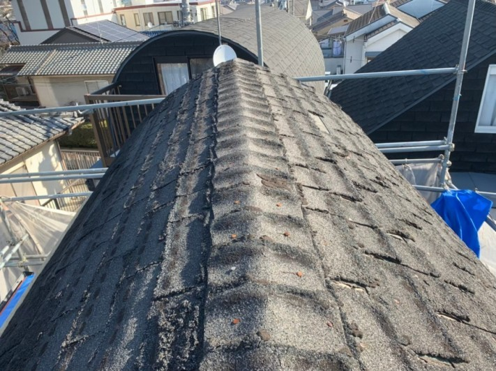 劣化したシングル屋根