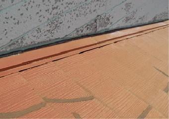 スレート材を使い補修した屋根